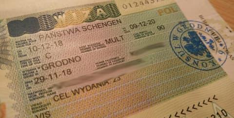 Визовые центры не дают забыть о подорожании виз