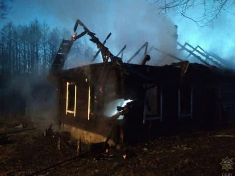 В Новогрудском районе при пожаре в жилом доме погибла 65-летняя женщина
