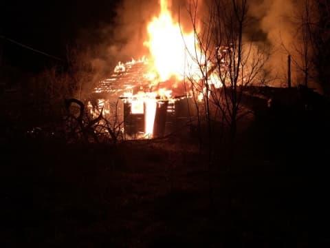 В Индустриальном сгорел деревянный дом