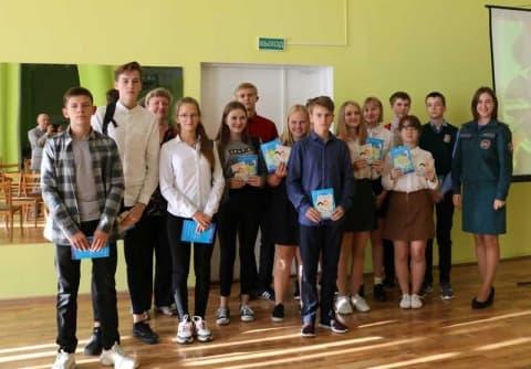 Лидские школьники сразились в «Мозгобойне» от МЧС