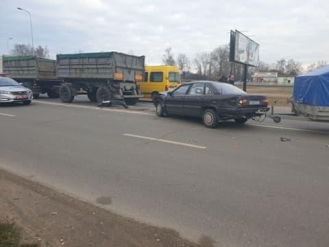 В Лиде столкнулись три автомобиля. Два пассажира в больнице