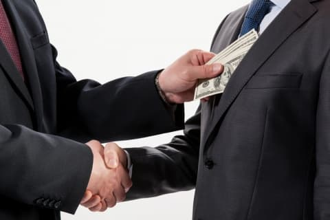 Сотрудник госпредприятия в Лиде осужден за откаты