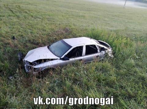 В Островецком районе автомобиль вылетел в кювет. Погиб молодой водитель