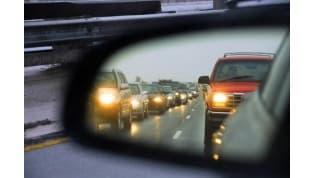 С 25 августа водители должны включать ближний свет фар