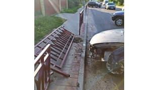 В Лиде водитель с почти 3 промилле алкоголя в крови протаранил забор