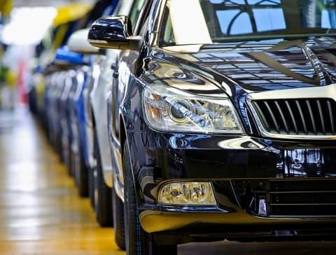 Президент расширил список претендентов на льготную растаможку автомобиля
