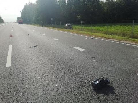 Под Лидой таксист уснул за рулем и врезался в грузовик: пострадала пассажирка легковушки