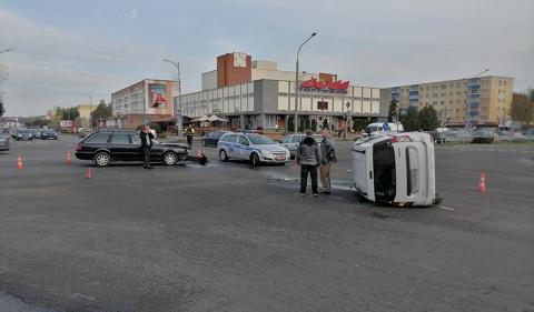 Поехал на красный: авария возле «Дома торговли» (видео момента столкновения)