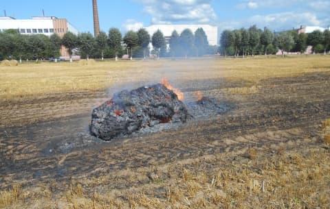 Вблизи Лиды горели рулоны с соломой
