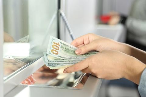 Нацбанк рассказал, сколько белорусы купили и продали валюты в 2020-м
