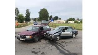 В Лиде рядом с гипермаркетом водитель поехал на красный: пострадал пассажир его авто