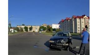 Ослепило солнце. В Лиде столкнулись BMW и «Мерседес»