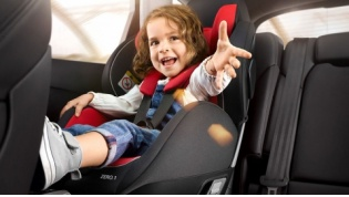 Лидская ГАИ: Пристегните детей!